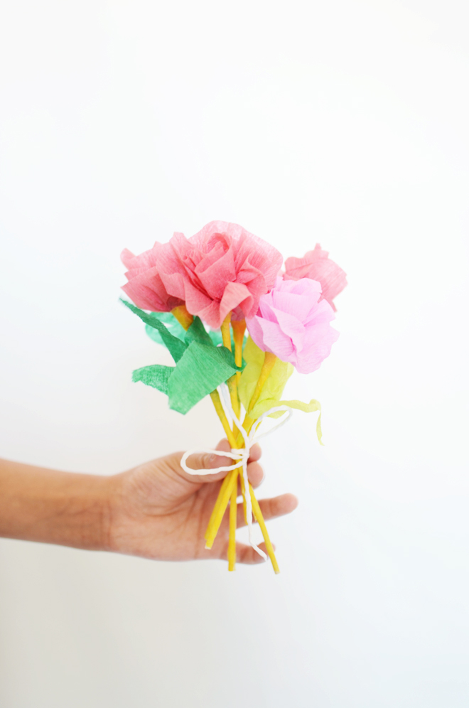 Easy crepe paper flowers cakies for Crepe paper wall flowers
